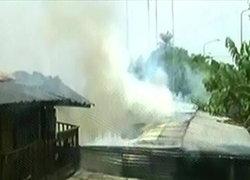 ไฟไหม้ศูนย์อพยพบ้านแม่หละจ.ตากวอด20หลัง