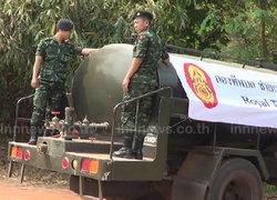 ทหารพิษณุโลก แจกน้ำช่วยชาวสุโขทัย