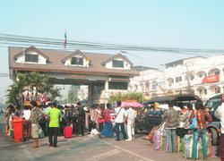 แรงงานพม่า แห่กลับบ้านเล่นน้ำสงกรานต์