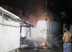ไฟไหม้บ้านไม้ชุมชนหลังวัด อ.ปากเกร็ด วอด 1 หลัง