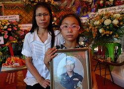 งานศพ ด.ต.รักเกียรติ สุดเศร้า เมียหอบลูกย้ายบ้าน