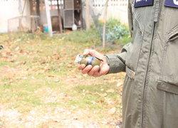 พบระเบิดM26Aสภาพใหม่บ้านตร.อุดรฯ-เก็บกู้