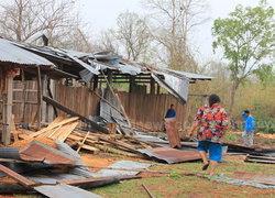 ชาวบ้านรอภาครัฐช่วย หลังพายุลูกเห็บถล่ม