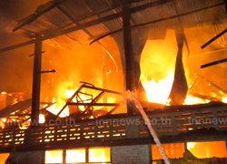 ไฟไหม้ห่างจวน ผู้ว่าศรีษะเกษ100ม.วอด5หลัง