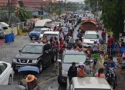 ปทุมฯเปิดถนนข้าวแช่ให้ประชาชนเล่นน้ำ