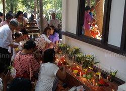 ชาวไทยพุทธมุสลิมร่วมทำบุญส่งท้ายสงกรานต์