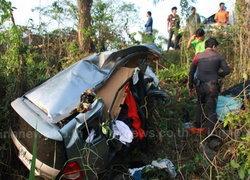 2 ชายหญิงเคราะห์ร้ายขับรถหลับใน พุ่งข้างทางดับคู่