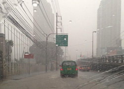 อุตุฯเผยไทยมีฝนฟ้าคะนองลมแรงกทม.ร้อนฝน30%