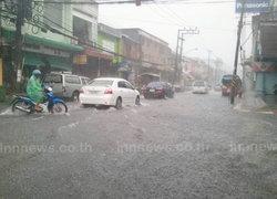 ฝนกระหน่ำภูเก็ตน้ำท่วมขังถนนหลายจุด