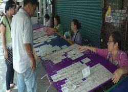 พ่อค้าจันทบุรีปรับตัวขายฉลากใบละ80บาท