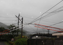 ระนองฝนตกลมแรงเสาวิทยุล้มทับจานส่งภาพช่อง11