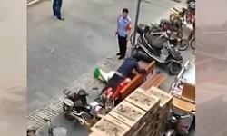 สังคมจีนส่ายหัว! คู่รักเมคเลิฟกลางแจ้ง ตำรวจห้ามไม่หยุด