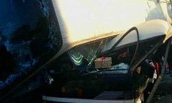 ทัวร์เสียหลักพลิกทับรถตู้นร.เชียงรายดับ 1 เจ็บ 26