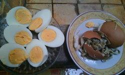 ขนลุก! ชาวเน็ตโพสต์ซื้อไข่ไก่มาต้ม ปอกเปลือกเจอพยาธิเต็มฟอง