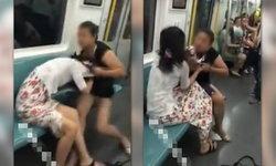 2 สาวจีนตบตีหนักหน่วง ฉุดฉีกเสื้อผ้า แย่งที่นั่งรถไฟใต้ดิน