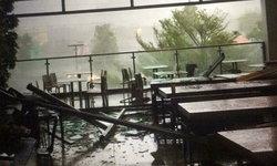 คลิปพายุฝนถล่มห้างดังสระบุรี กระจกแตกพังยับ
