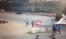 คลิปวินาทีหนุ่มบิ๊กไบค์ซิ่งชนท้ายรถบรรทุก ไฟลุกท่วมตัว