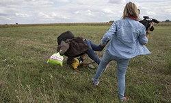 ไล่ออกตากล้องสาวในฮังการีเตะขัดขาผู้อพยพที่กำลังหนีตำรวจ