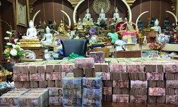 ฮือฮา! คนแห่ทอดกฐินวัดดังลพบุรี ยอดทำบุญกว่า 27 ล้าน