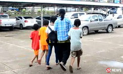สะเทือนใจ 3 ลูกสาวโผกอด พ่อเลี้ยงเดี่ยวต้องติดคุก
