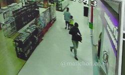 """""""ชายขาเป๋"""" บุกปล้นแบงค์กลางห้างดังเมืองพิจิตร กวาด 2 แสนลอยนวล ตร.เร่งไล่ล่า"""