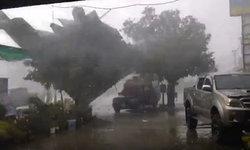 กรี๊ดสนั่น! พายุฝนพัดกระหน่ำ หลังคาบ้านปลิวไปทั้งแผง