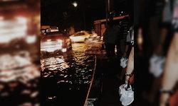 กทม.น้ำท่วมขังหลายจุด BTS จตุจักร รถติดหนัก