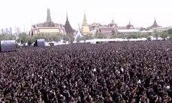 ชาวไทยเปล่งเสียงดังกึกก้อง ร้องเพลงสรรเสริญพระบารมี