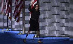 ลัดดา แทมมี่ ดักเวิร์ธ หญิงเชื้อสายไทย คว้าเก้าอี้สว.รัฐอิลลินอยด์