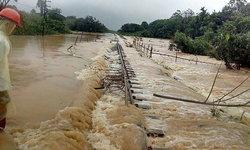 เปิดภาพน้ำท่วมทางรถไฟหนัก วิ่งถึงแค่สถานีชุมพร