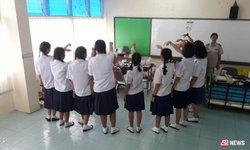 12 นักเรียนหญิงชี้จุดครูทำอนาจาร เรียกมาลูบคลำที่โต๊ะ