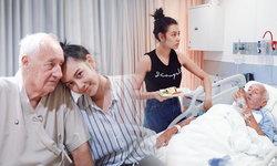 แซมมี่ เคาวเวลล์ ได้ใจ..ลูกดีเด่น ดูแลทุกอย่างในวันที่พ่อป่วย