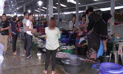 ระนองปราบปรามแรงงานต่างด้าวสวมสิทธิ์ค้าขาย แย่งอาชีพคนไทย