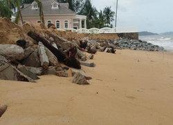 คลื่นเซาะชายหาดบางเนียง จ.พังงา เสียหายกว่า 200 ม.