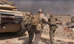 ระทึก! ทหารอเมริกันฝ่ากระสุนช่วยดญ.รอดตายในสนามรบอิรัก