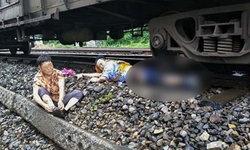 1ขา แลก 1ชีวิต! หนุ่มพนง.รถไฟจีนกระโดดรถไฟช่วยชีวิตป้าสูงวัย