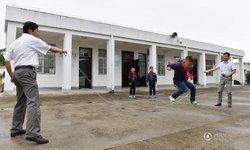 """ส่อง """"โรงเรียนประถมขนาดเล็ก"""" ในจีน ครู 2 นักเรียน 3"""