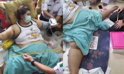 บิณฑ์ ช่วยหญิงอ้วนหนัก 150 กก. ขาหุบไม่ได้ ทุบผนังบ้านพาส่งหมอ