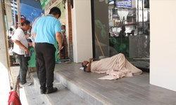 อนาถใจ ชายป่วยวัณโรคถูกทิ้งข้างถนน นอนจมกองอุจจาระ