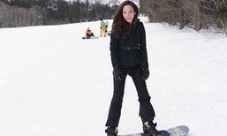 อั้ม พัชราภา เล่นสกีกลางหิมะขาวโพลน แต่ยังสวยเป๊ะมาก