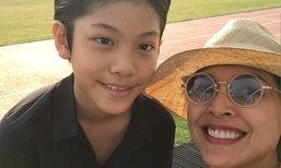แม่หน่อย ยิ้มแก้มปริ อวดภาพ น้องคุน แต่งหล่องานกีฬาสี