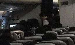 คู่รักหมอชาวจีน สวมบทฮีโร่ช่วยคุณยายหัวใจวายบนเครื่องบิน