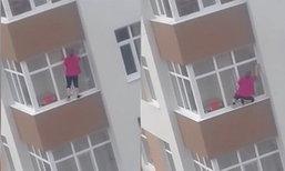 หวาดเสียว หญิงปีนตึกชั้น 5 เช็ดกระจกแบบไร้ลวดสลิง