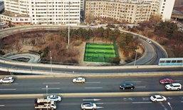 เปลี่ยวสุดในโลก เผยภาพสนามฟุตบอลที่จีน กับทางเข้าสุดมึน
