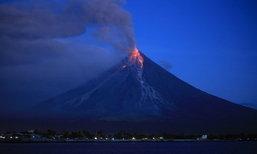 ภูเขาไฟมายอนในฟิลิปปินส์ พ่นลาวาและปะทุขึ้นอย่างต่อเนื่อง
