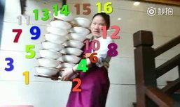 อย่างเซียน หญิงยกชามก๋วยเตี๋ยวขึ้น-ลงบันไดไปเสิร์ฟได้ครั้งละ 16-20 ชาม