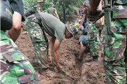อินโดนีเซียเร่งค้นหาผู้รอดชีวิตจากเขื่อนแตก