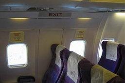 บินไทยระทึกบนฟ้า! หนุ่มคลั่ง จะเปิดประตูขอลง