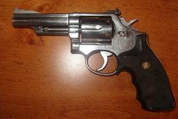 แม่ค้าใช้ปืน.38ยิงโจรชิงทองสาหัส1ถูกรวบ1