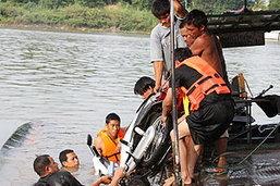 เรือข้ามฟากล่ม 10 ชีวิตรอดฉิว